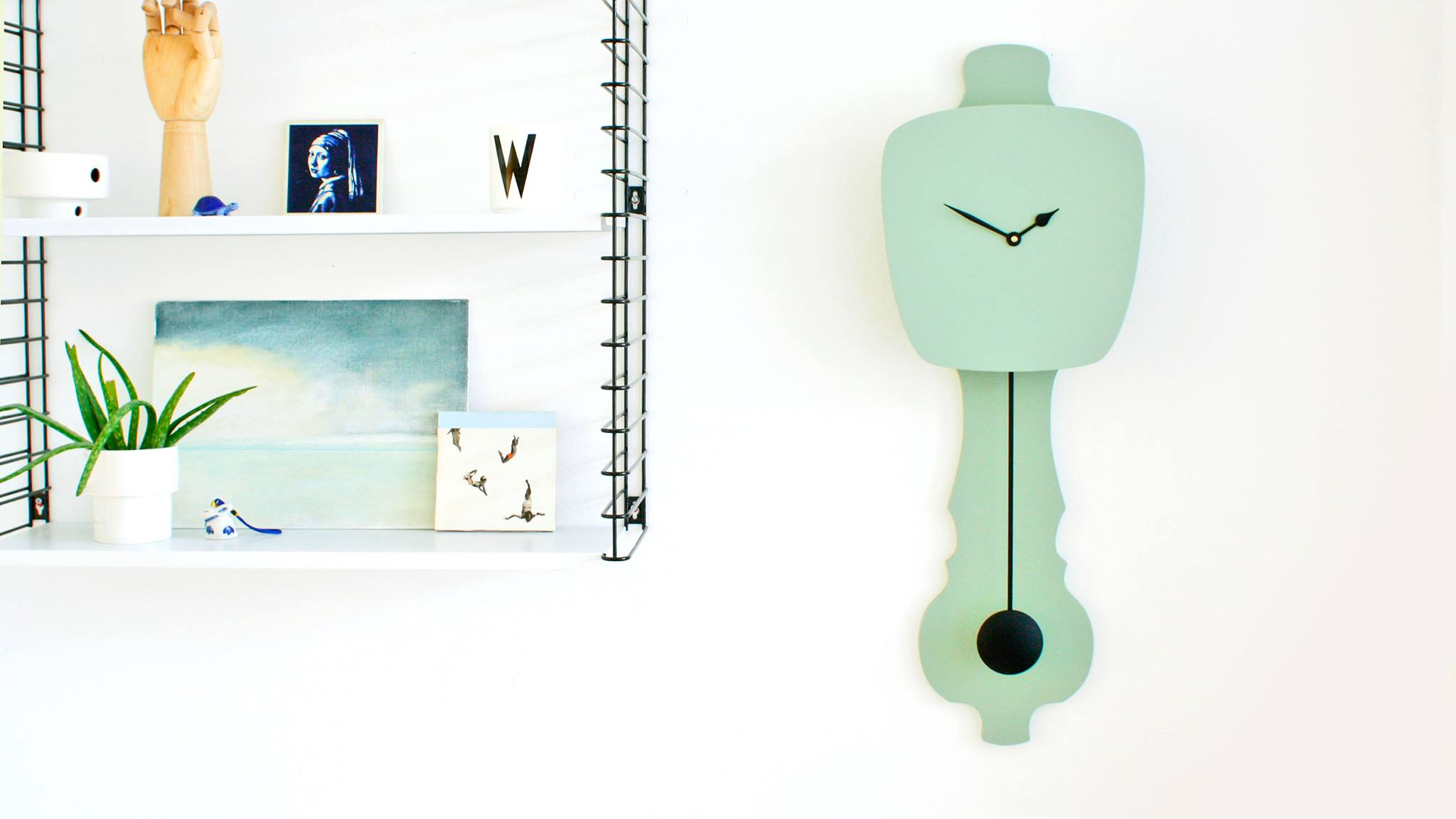 Kloq hippe kleurrijke minimalistische klokken met een